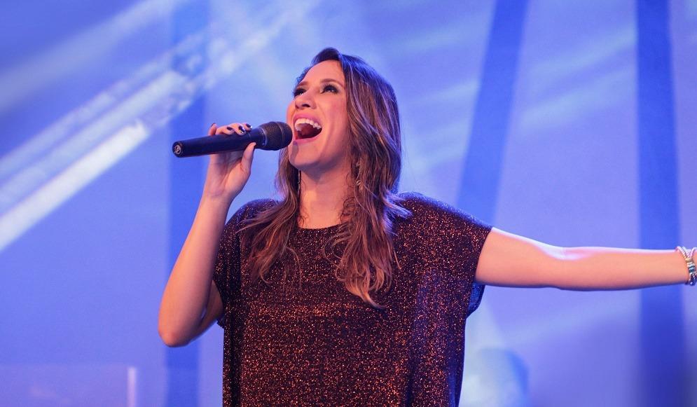 """""""Oceanos"""" na voz de Ana Nóbrega atinge 2 milhões de visualizações"""