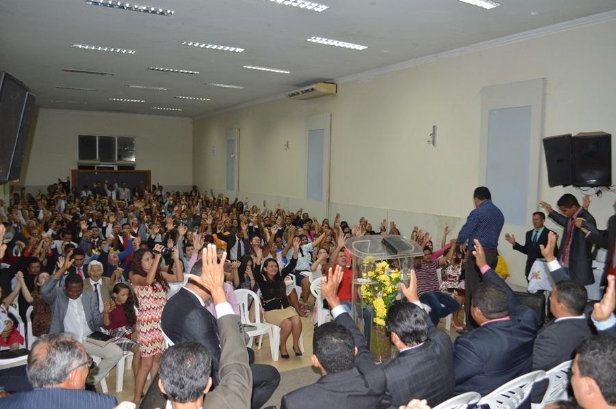 Centenas de pessoas foram impactadas pela glória de Deus - Foto: Ricardo Costa