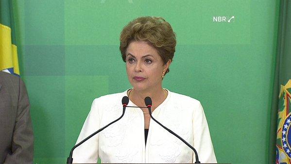 Brasília - A presidente Dilma Rousseff em pronunciamento se manifesta com indignação sobre a aceitação do pedido de impeachment anunciado pelo presidente da Câmara, Eduardo Cunha