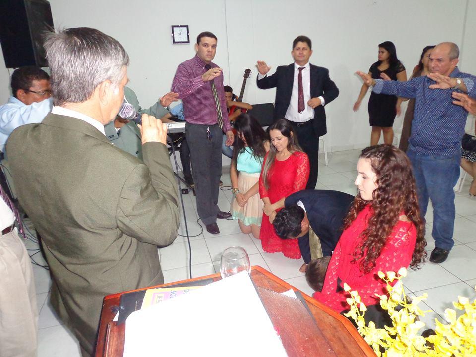 Momento de oração e posse do pastor Manuel de Jesus, como líder da AD Missões Mundial