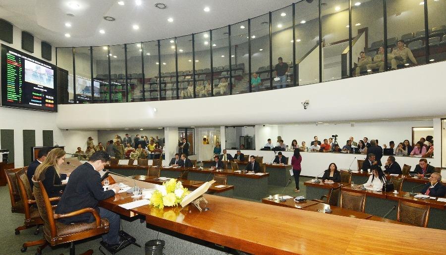 Deputados aprovam matérias que beneficiam bombeiros militares e polícia civil Foto: Koró Rocha