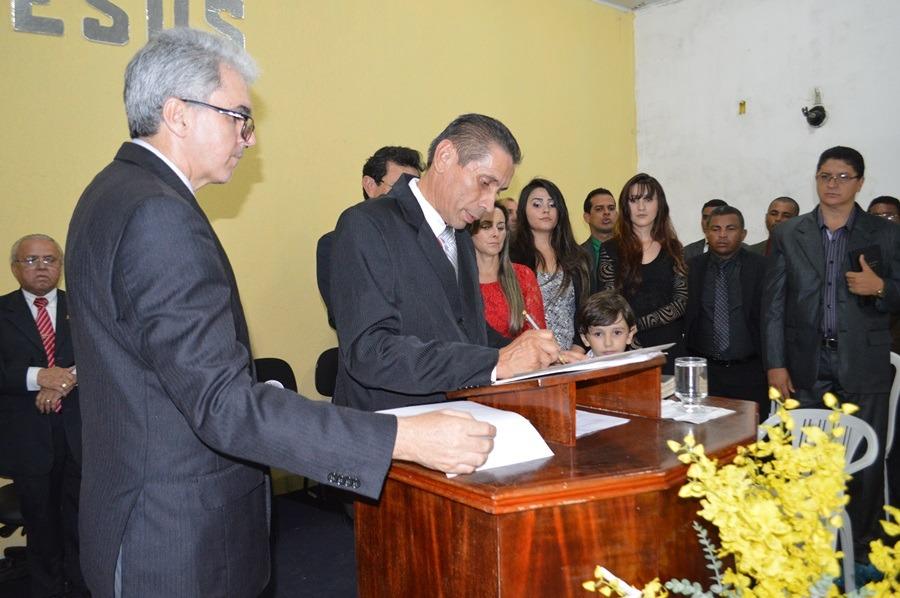 Pastor José Alves Cavalcante empossa Manoel de Jesus, como líder da AD Comadesma, em Palmas