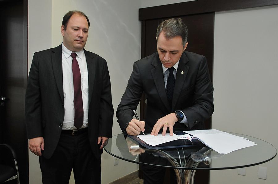 DPE-TO e Faculdade Dom Orione firmam cooperação para intercâmbio acadêmico e científico - Loise Maria