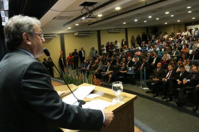 Governador empossa novos secretários e confirma carioca para a Saúde