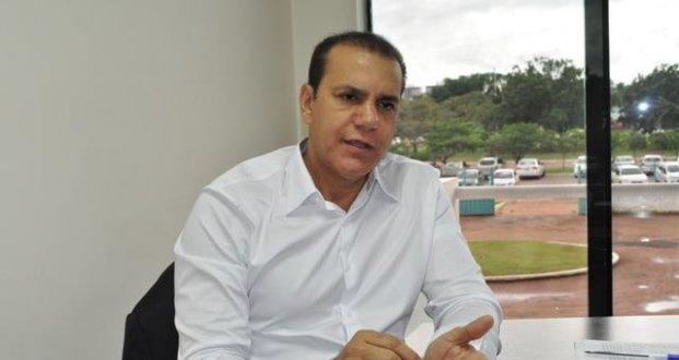 Ataídes consegue recursos para Centro de Convenções de Colinas