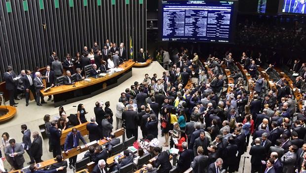 Câmara dos Deputados aprova PEC que limita gastos do governo por 20 anos