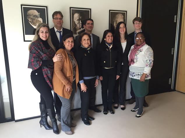 Cinthia Ribeiro durante reuniões e contatos com autoridades alemãs: experiência de gestão e política
