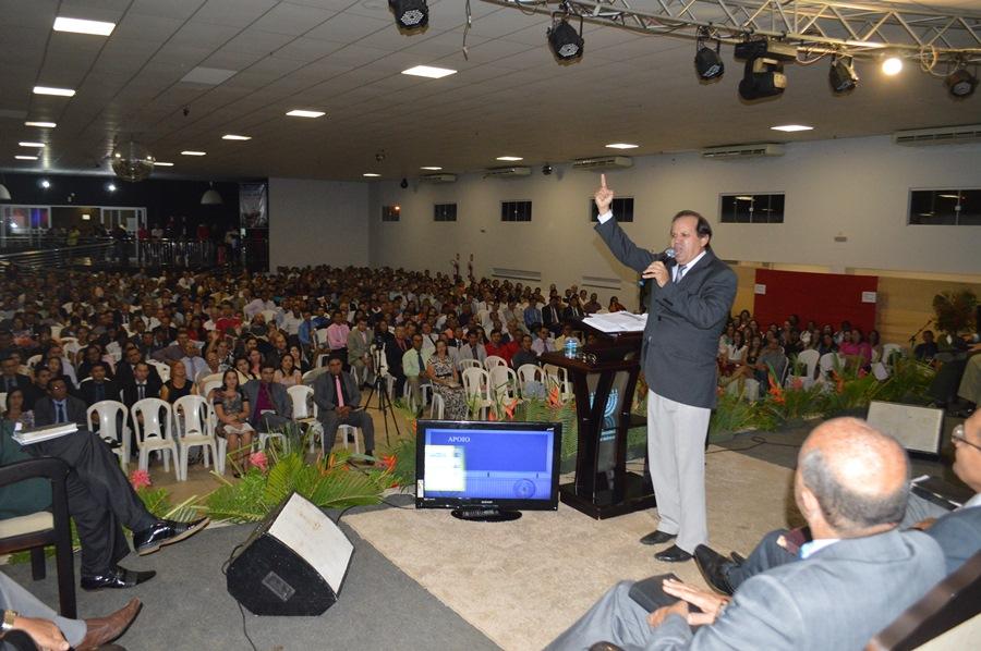 Pastor Eli Borges fez a ministração da abertura do evento