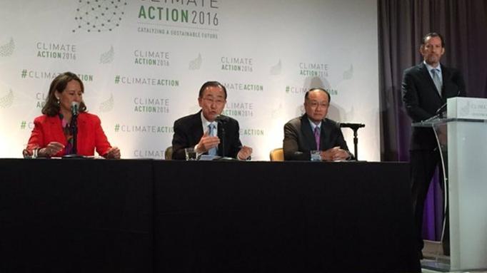 Secretário-geral das Nações Unidas, Ban Ki-Moon, ladeado por Jim Kim e Ségolène Royal Divulgação