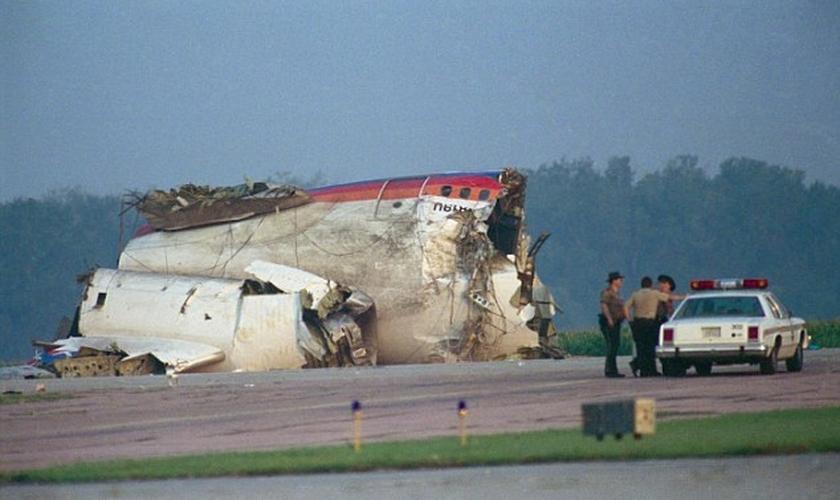 1894714006-queda-do-voo-232-da-united-airlines (1)
