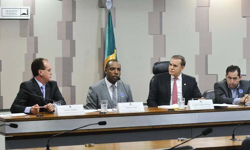 Senador cobra transparência na divulgação dos dados do IBGE