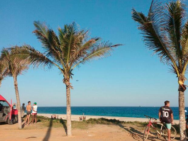 Buscas estão concentradas na Praia de Jaconé, em Saquarema (Foto: Keila Silva Mota Cantanhede Nogueira / Internauta)
