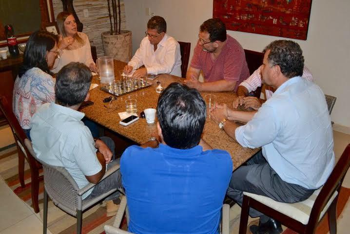 """A """"Frente por Palmas"""", formada ainda no mês passado por partidos de oposição, é composta pelo PP, PV, PRTB, PSDC, PMDB e PMB."""