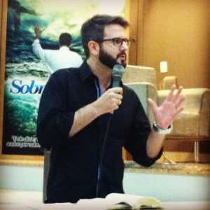 Pastor Eduardo durante ministração - Foto: Arquivo pessoal