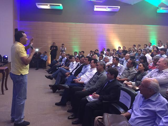 Jornalista Heraldo Pereira ministra palestra sobre Comunicação em encontro político em Palmas