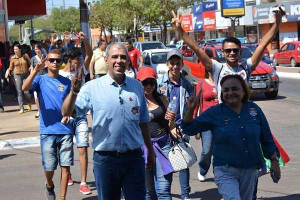 Durante o trajeto, o candidato ouviu declarações de apoio a sua candidatura