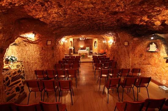 Coober-Pedy-underground-church-550x366