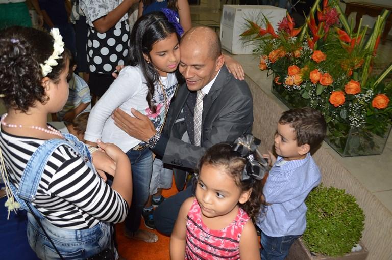 O departamento de crianças homenageou o pastor Gizelson na ocasião