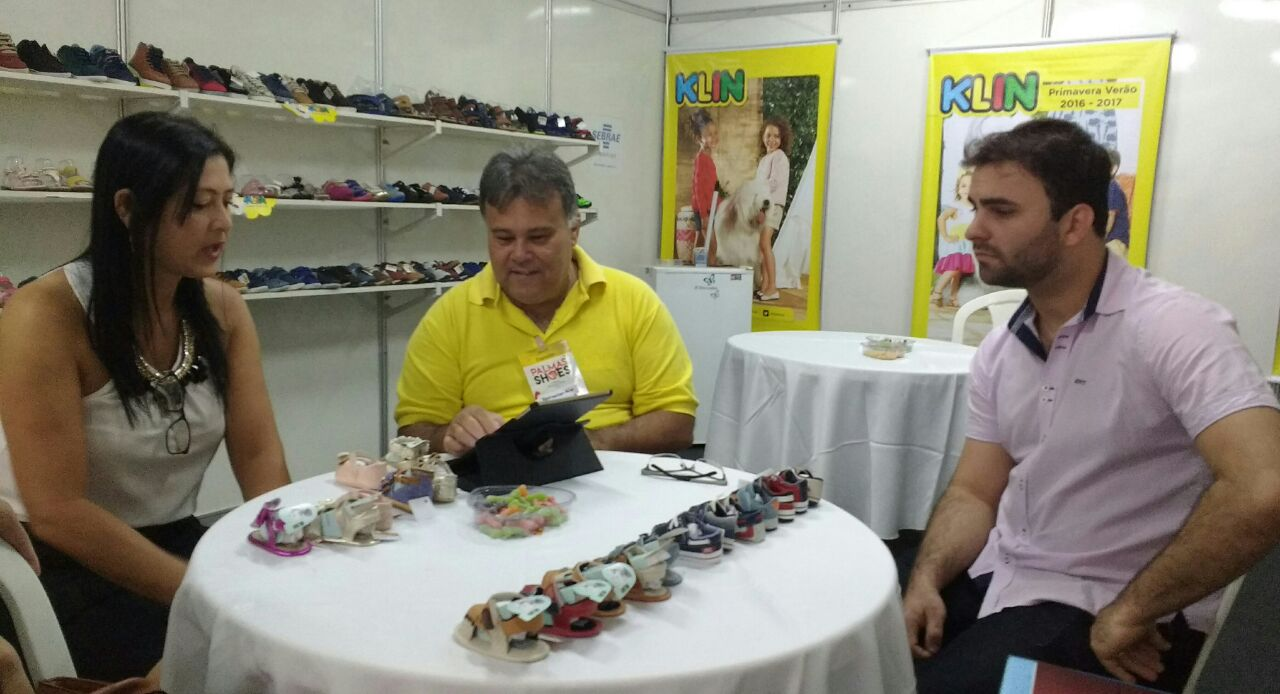 Comerciantes comemoram as vendas no Palmas Shoes
