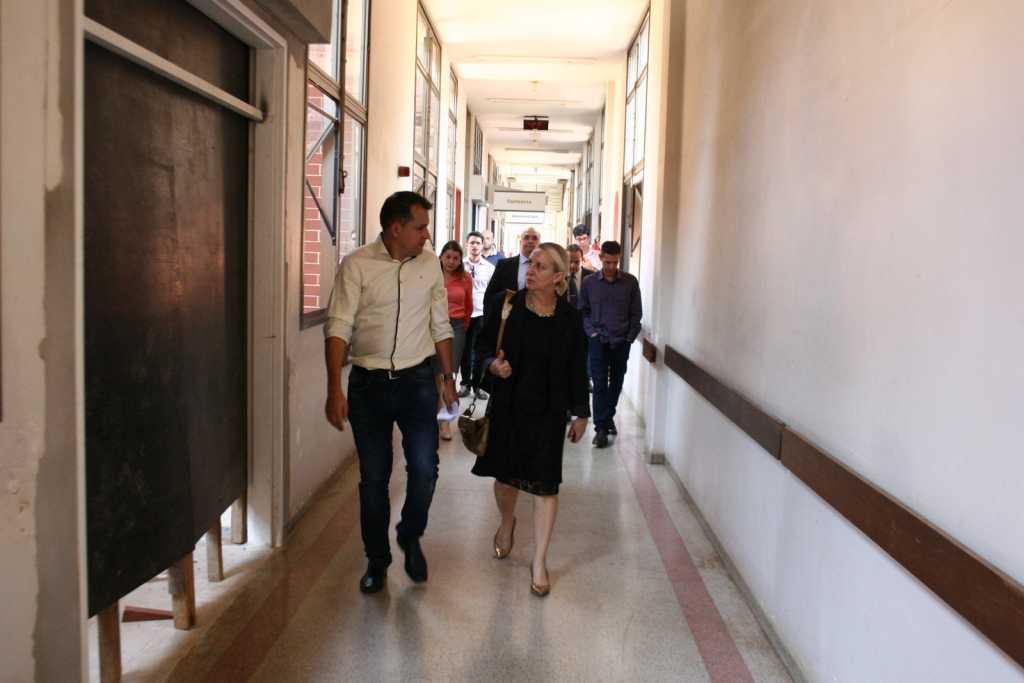 Promotora de Justiça Maria Roseli de Almeida Pery durante visita ao HGP