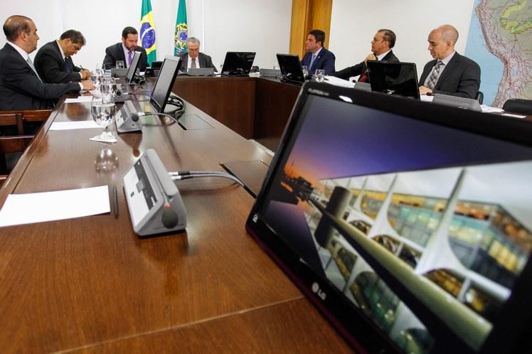 Foto – Senador Ataídes (2º da dir. p/esq) durante audiência com presidente Temer
