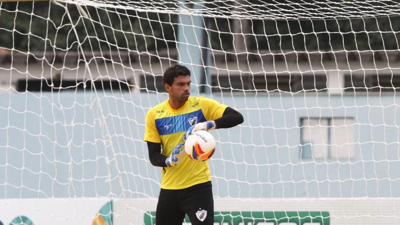 Goleiro-Vitor-permanece-firme-na-fé-depois-de-abandonar-o-futebol