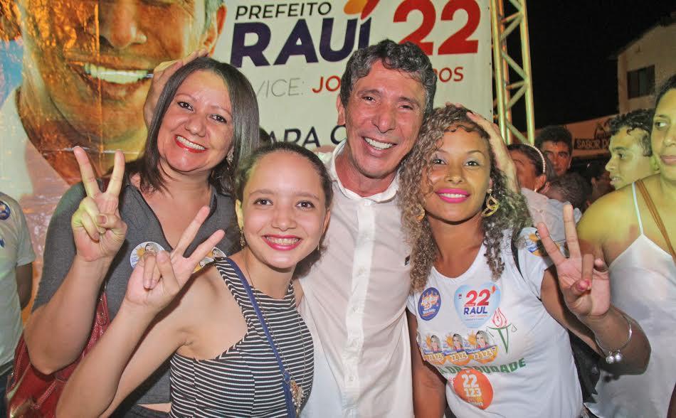 A reunião foi prestigiada por líderes políticos como o deputado federal Vicentinho Júnior, que destacou o prestígio de Raul Filho,