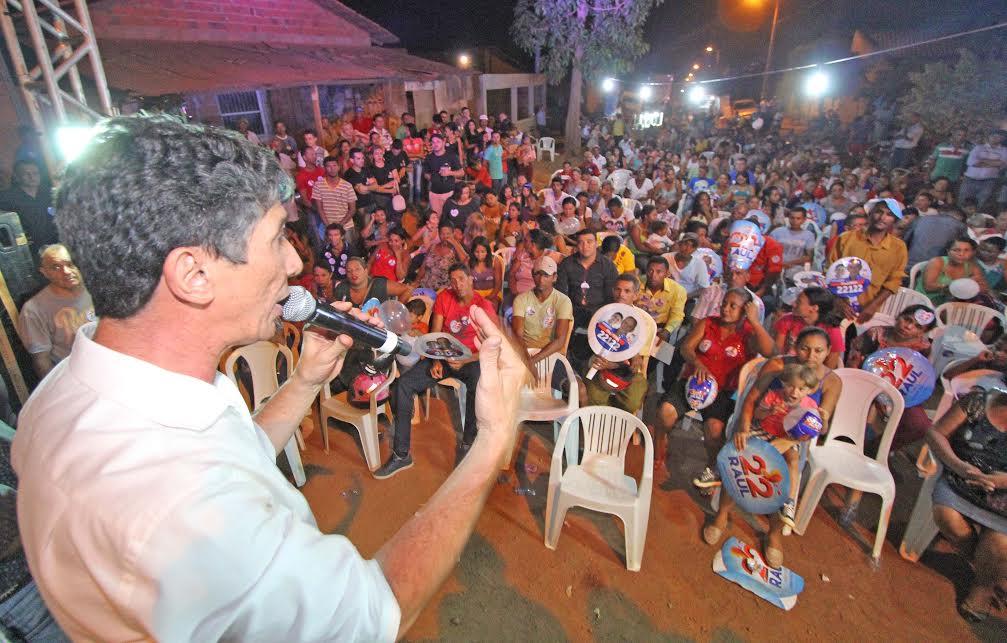 Raul diz que ocupações desordenadas são culpa da atual política excludente