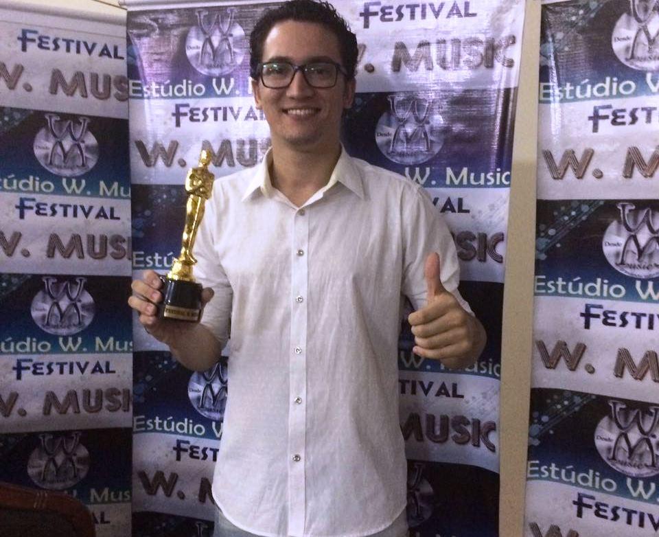 Além de troféu, o jovem cantor Jacques Rocha conquistou o prêmio de gravar seu primeiro CD pela W Music Idealizado pelo Maestro Wellington Corrêa, o Festival W Mus