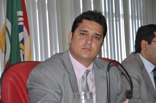TRE-TO reforma decisão e defere por unanimidade registro de candidatura do vereador Divino Bethânia