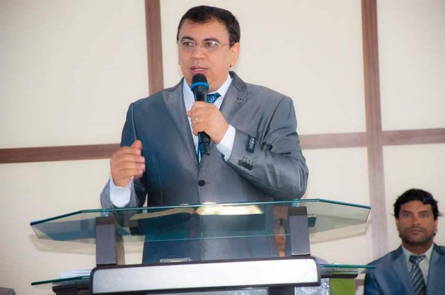 Pastor Carlos Roberto, é presidente da Convenção Casa da Bênção no TO