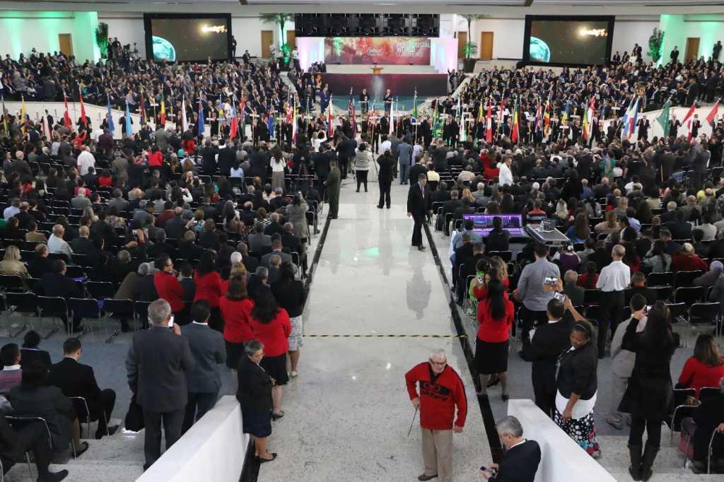 Evangelização mundial e responsabilidade histórica do pentecostalismo marcam segunda noite da CMP