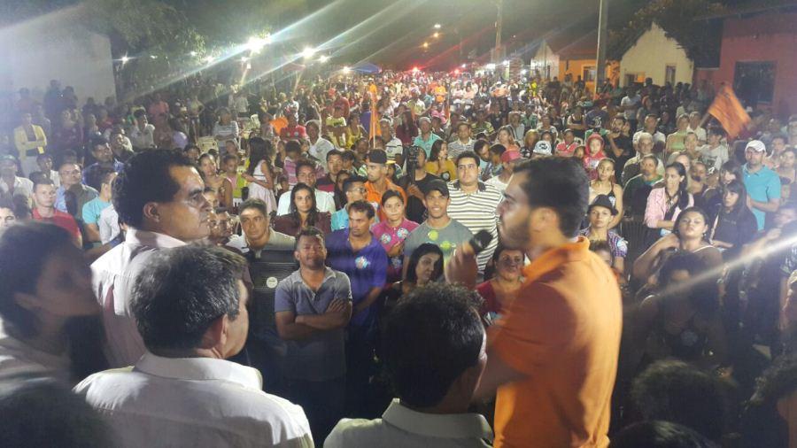 Em Taquaruçu, Léo Barbosa reúne cerca de 1200 pessoas durante comício e se diz confiante no resultado das urnas
