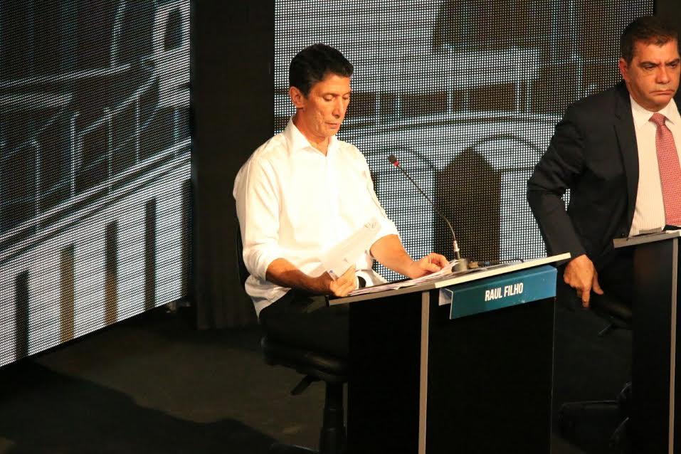 Durante debate, Raul pressiona Amastha sobre a Operação Moeda Verde e questiona contratos da prefeitura