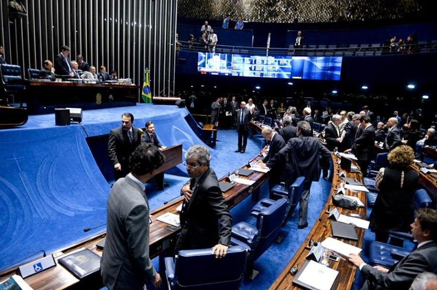 O projeto, de autoria do senador licenciado José Serra (PSDB-SP), possibilita à administração pública vender para pessoas jurídicas privadas os direitos sobre créditos de qualquer natureza