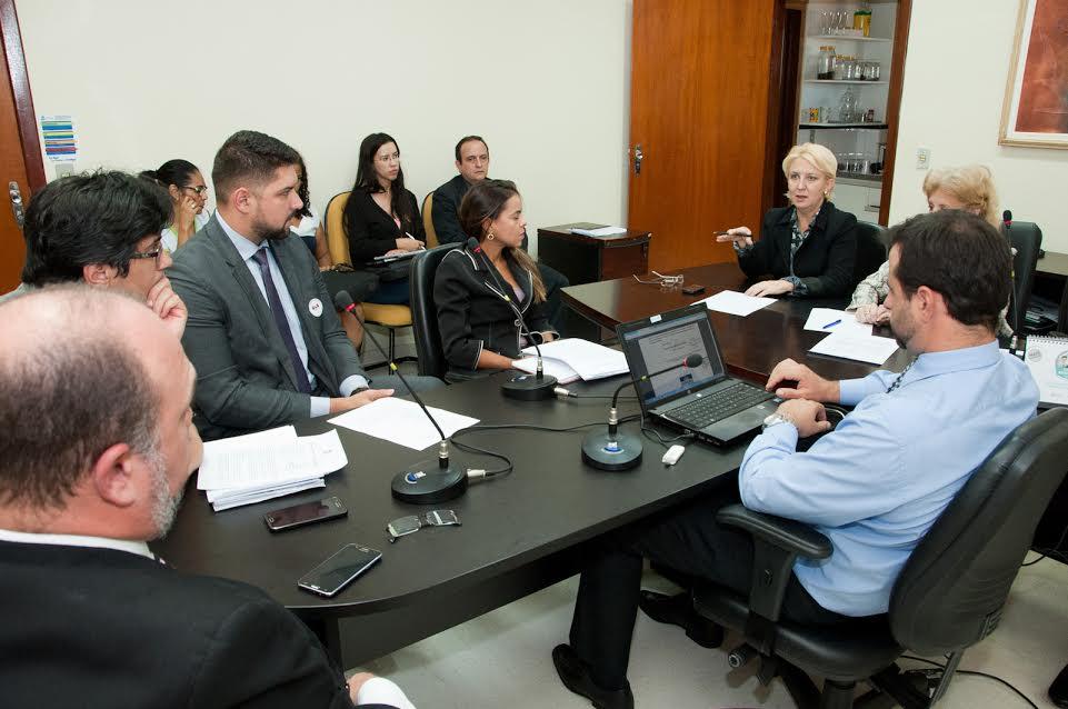 Participaram das audiências de conciliação a Promotora de Justiça Maria Roseli de Almeida Pery e o Defensor Público Athur Luiz Pádua Marques
