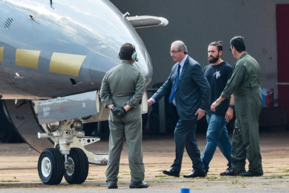 Brasília - O ex-presidente da Câmara dos Deputados, Eduardo Cunha, embarca para Curitiba após ser preso pela Polícia FederalWilson Dias/Agência Brasil