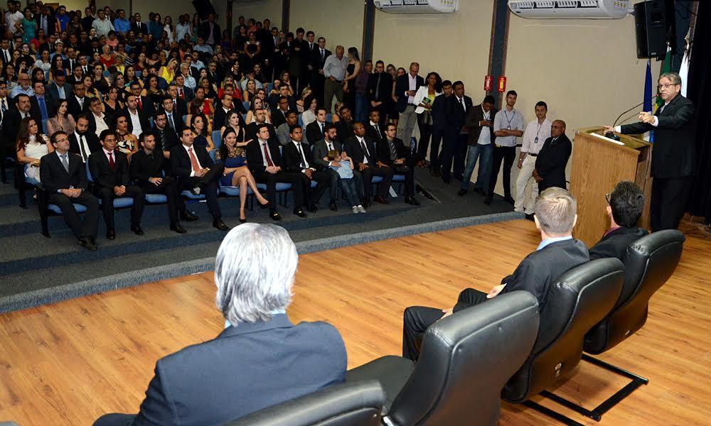 cerimônia de encerramento dos cursos de formação profissional para os cargos de Delegado de Polícia Civil, Perito Criminal e Médico Legista, na noite desse sábado, 29, no auditório do Palácio Araguaia