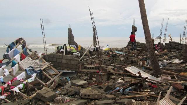 Furacão Matthew deixa 842 mortos no Haiti e perde força ao chegar à Flórida