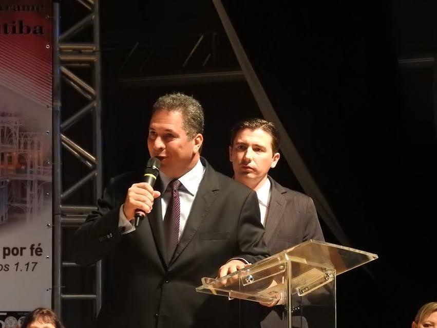 Saudação trazida pelo Sr. Fernando Guede ... Prefeito de Curitiba, Gustavo Fruet