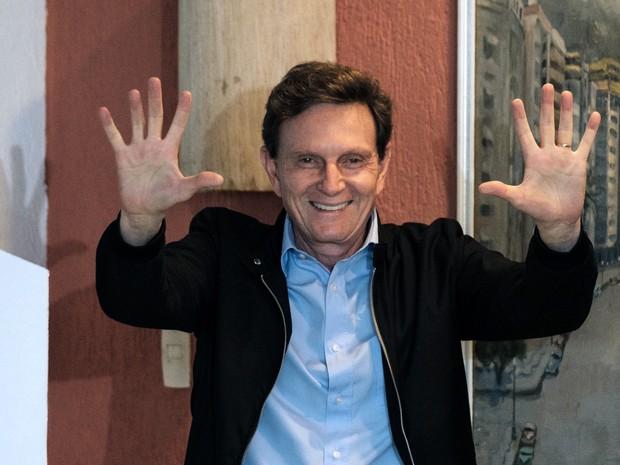 Bispo licenciado da Igreja Universal, engenheiro é carioca e tem 59 anos. Vitória foi definida às 18h32: com 92% dos votos apurados, ele tinha 59,12%.