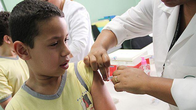 Meninos também serão vacinados contra HPV a partir de 2017 no Brasil