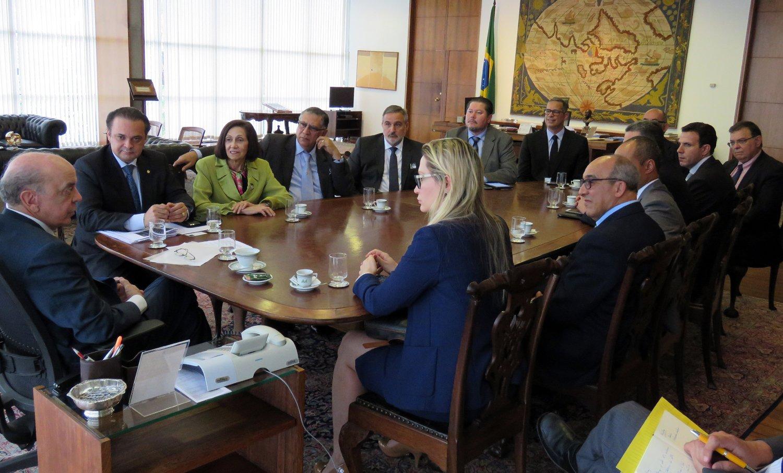 Pastores pediram ao ministro das Relações Exteriores, José Serra, posicionamentos mais equilibrados em decisões sobre Israel. (Foto: Izys Moreira - Assessoria de Imprensa)