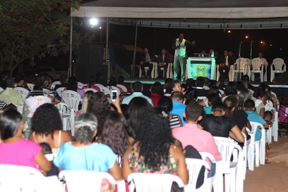 Centenas de evangélicos e católicos participaram nesta sexta da abertura - Foto: Inidelly Queiroz