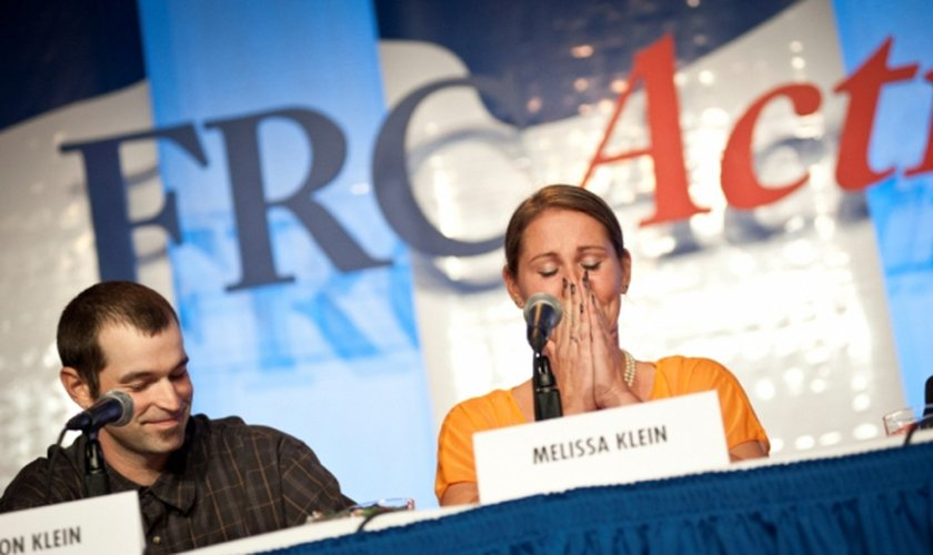 Aaron e Melissa Klein em entrevista coletiva. (Foto: Family Research Council/Carrie Russell)
