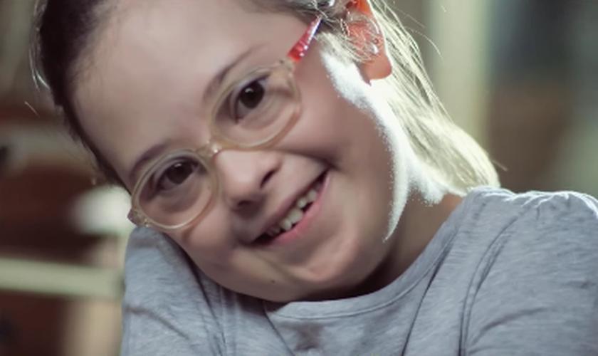 """As autoridades consideraram """"inapropriada"""" a expressão de felicidade das crianças. (Foto: Reprodução/YouTube)"""