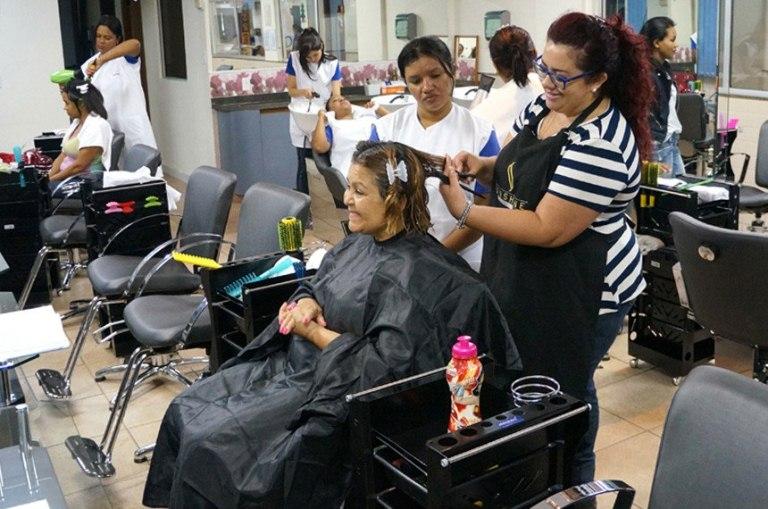 Salões de beleza estão entre microempresas que podem se beneficiar das facilidades tributárias oferecidas pelo Simples Nacional