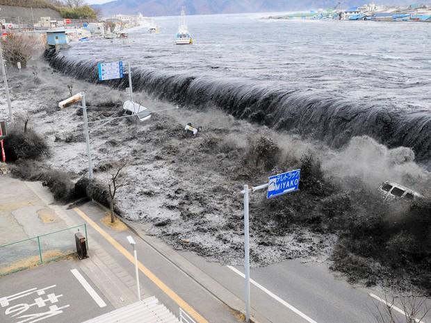 Tsunami de 2011 deixou mais de 18 mil mortos no país (Foto: Mainichi Shimbun/Reuters)