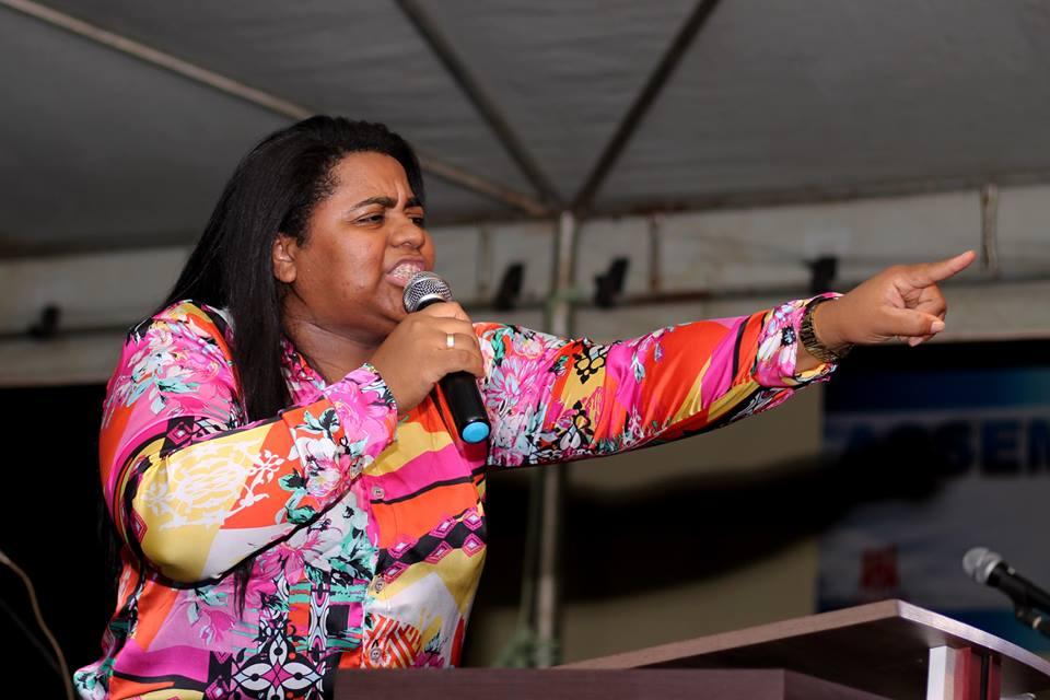 Célia Nascimento de Açailândia -MA durante ministração em Palmas -TO.