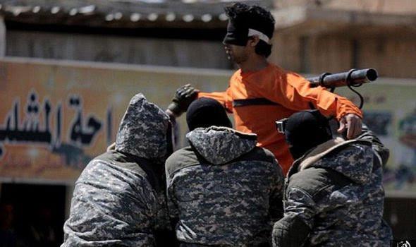 """Estado Islâmico crucifica cristão no Iraque: """"Se você ama Jesus, morrerá como ele"""""""